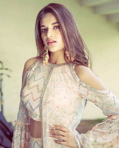 Nidhhi Agerwal Height
