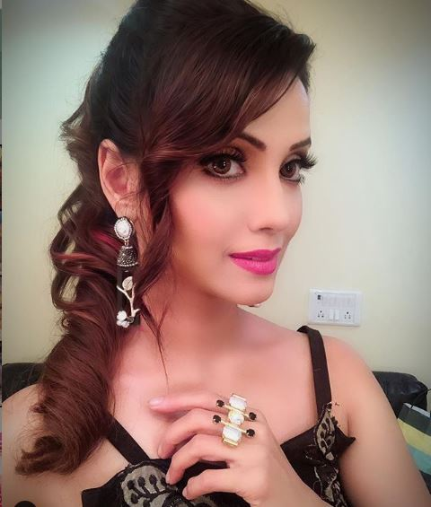 Adaa Khan Biography, Wiki, Age, Height, Weight, Lifestyle