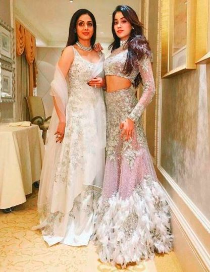 Jhanvi Kapoor  with his mom Sri Devi